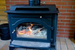 青い暖炉が燃えている様