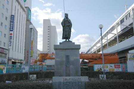 """福山駅前のシンボル""""釣り人像""""の竿がまた折られる!?"""