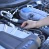 自分で自動車エンジンオイル交換をするメリットはない?