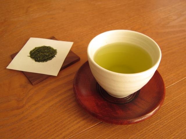 湯のみの日本茶