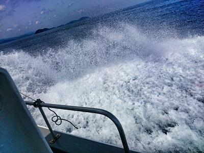 船上からの波しぶき