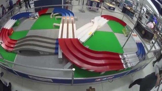 公式大会で使用されるミニ四駆用巨大コース