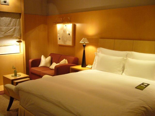 完璧に整えられた寝室