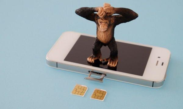 SIMカードが抜き取られたiPhone