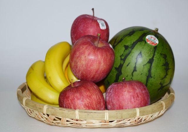 夏に収穫された果物