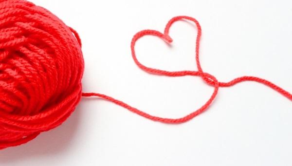 ハート型の赤い毛糸