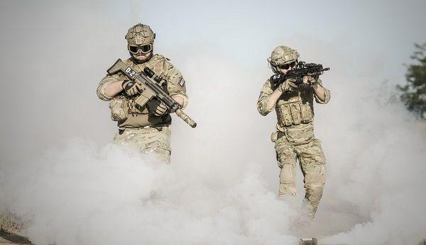 テロリスト壊滅作戦の軍隊