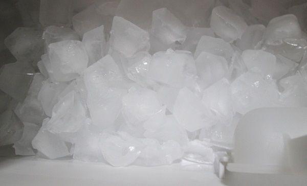 家庭用冷凍庫で作られた氷